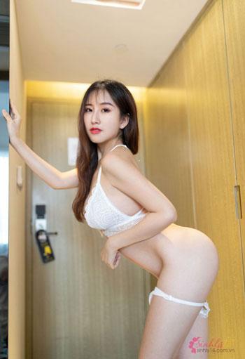 ảnh nude đẹp dựa tường